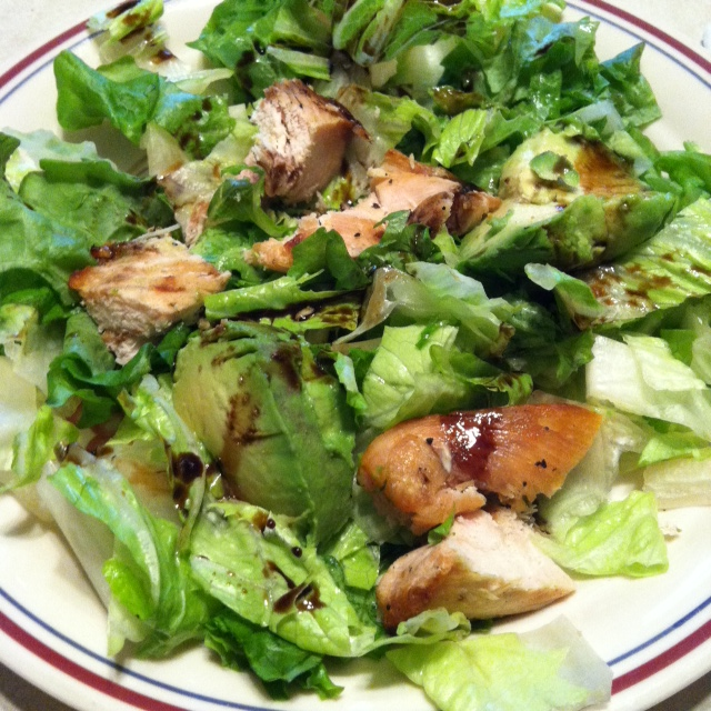 Mid-morning snack: Chicken and Avocado Salad with Balsamic Vinegar