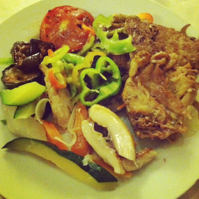 Buffet Salad with lots of Veggies and Chicken